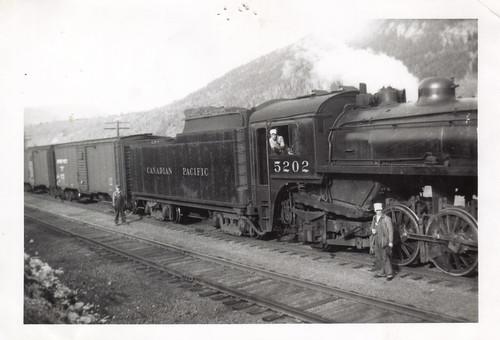 railroad canada train vintage britishcolumbia canadianpacific cp unclebill steamlocomotive castlegar
