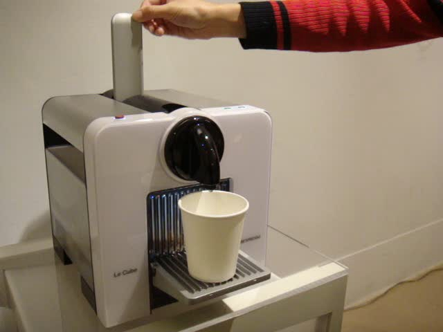 NESPRESSO 夾到咖啡膠囊之後泡咖啡