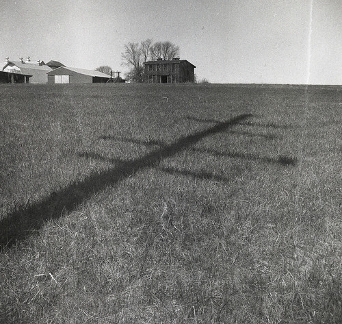 county old shadow bw usa white house black 120 6x6 tlr blancoynegro film field analog rural america vintage square lens prime us reflex focus flickr kodak scanner farm telephone united trix patrick twin maryland super 1966 scan v 400 diafine epson medium format carroll states manual 500 expired 80 joust developed ricoh poll biancoenero blancinegre estados 80mm f35 blancetnoir unidos ricohflex v500 anastigmat schwarzundweiss autaut patrickjoust