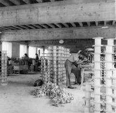 Fabrication de bobines dans les établissements Mouret à Orgelet