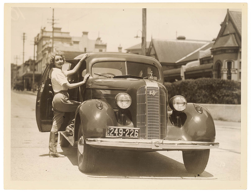 Film actor Helen Twelvetrees and her 1935 Pontiac, Moore P… | Flickr