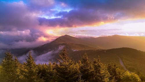 burnsville northcarolina unitedstates us hiking view views mountains tree trees nature blue purple clouds road blueridgeparkway mist fog foggy