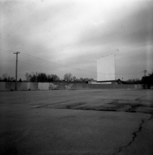 blackandwhite bw 120 film lomo scan negative diana negativescan lomodiana 102film