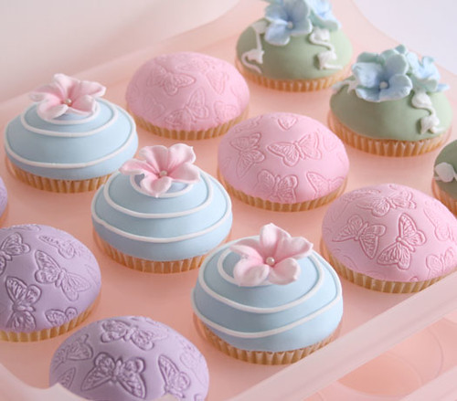 Pretty Cupcakes With The New Cupcake Gadget In The House A
