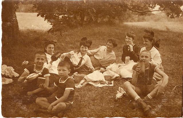 Picnic in 1917 in Buda Hills, at Normafa