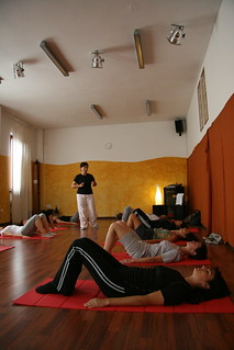 Lezione di Pilates | by khatawat