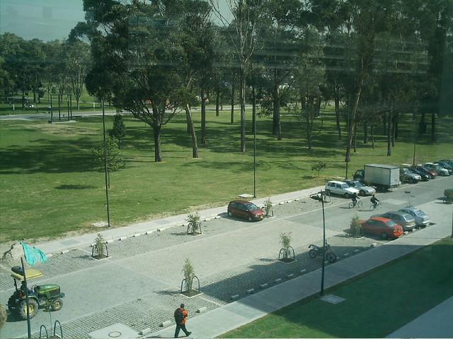 Parqueadero Ciencia y Tecnología