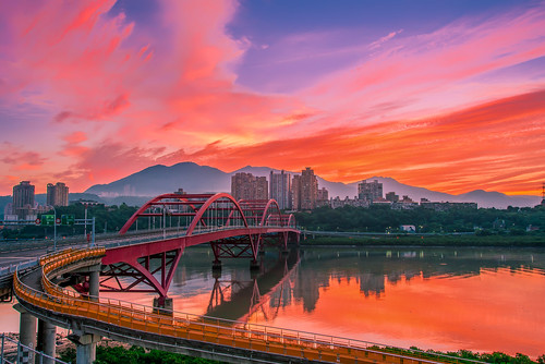 taiwan newtaipeicity bali guandubridge sunrise dawn cloud sky scenery outdoors danshuiriver reflection 台灣 新北市 八里區 關渡橋 晨曦 大屯山 日出 火燒雲 淡水河 倒影