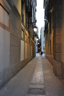 The narrow streets of Barcelone | by Serge Melki