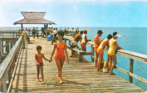 people postcard recreation 1960s swimsuit bathingsuit fishingpier