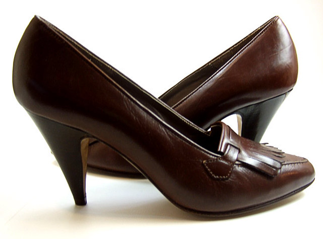 cbe84041e2a9 ... Vintage 1980 s brown leather high heel pumps