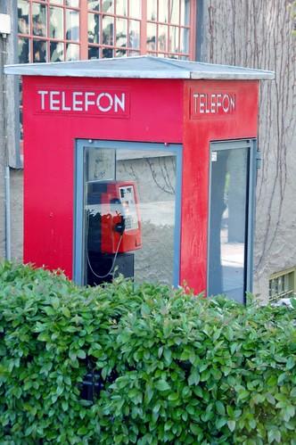 Classical Norwegian phone booth | by jorn_pettersen
