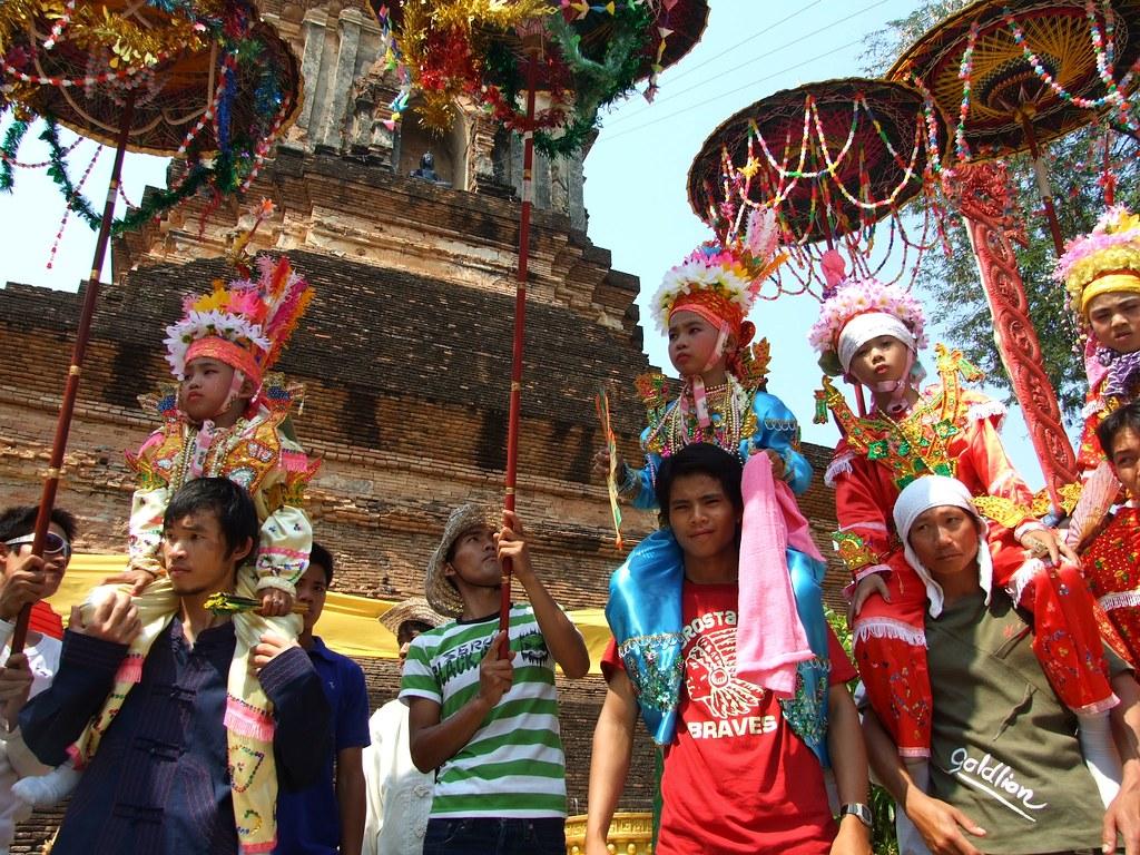 """""""être à cheval sur les traditions"""" - Chiang Mai, 04/04/2009"""