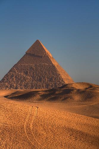 africa travel history sunrise sand ancient desert pyramid egypt cairo tamron giza sanddunes layover greatpyramid worldtravel deltaairlines supershot flickrsbest 7wondersoftheworld platinumphoto jfk7erflying 18270mm
