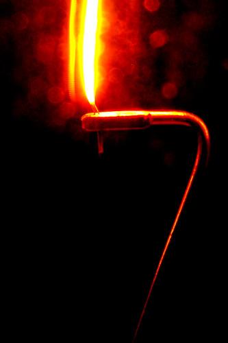 macro lightbulb energy conservation tungsten tubular incandescent wolfram 40watt cylindrical zuiko40150mm litmatch closefocusfilter glassimperfectionbokeh filamentreflection thewaxlesscandle