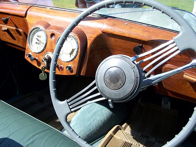 Triumph 1800 -interior