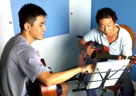 Guitar lessons Singapore Rave