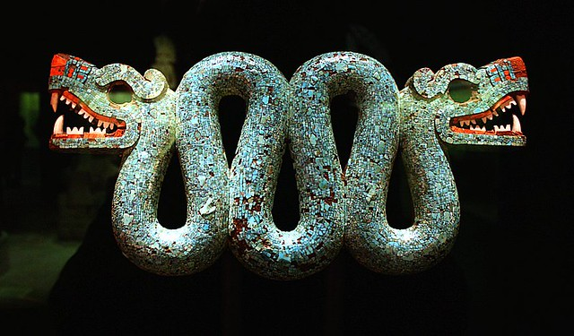 Serpentes de duas cabeças, conhecidas como 'maquizcoatl'. eram consideradas portadoras de maus presságios na cultura asteca. Imagem: British Museum.