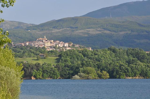 Il Lago del Pertusillo e l'abitato di Spinoso