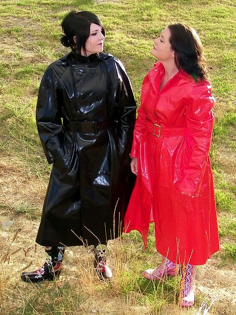 how to serch prevalent select for genuine Rainwear Sisters | Red cocoon raincoat and black SBR raincoa ...