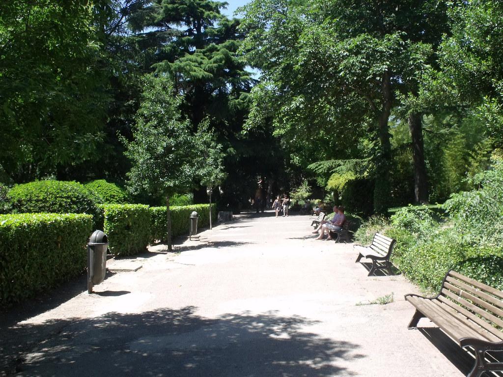 Jardin D Ete Arles L Entree Du Jardin Public This Park