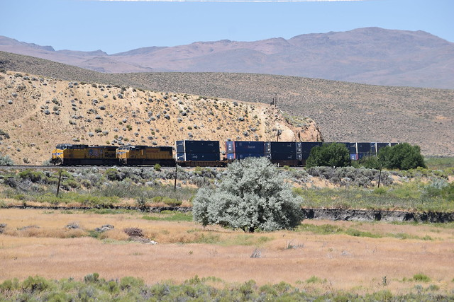 UP 5582 cruising through Nevada