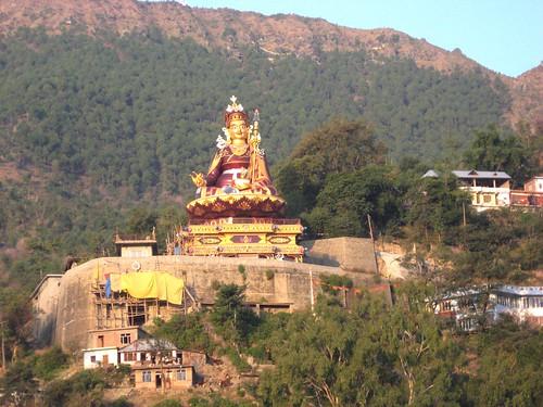 india lake statue religion buddhism tibetan himachalpradesh rewalsar theindiatree rawalsar