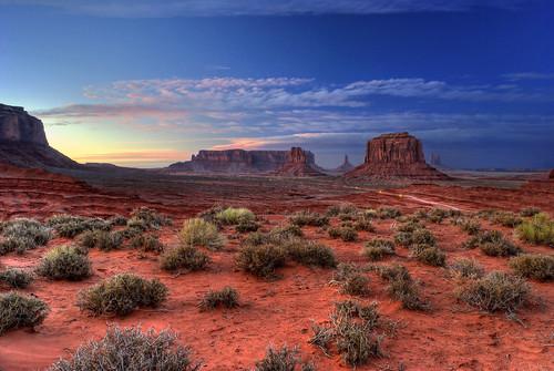 sunset arizona southwest utah desert redrock monumentvalley monolith hdr sigma1020mm navajotribalpark themittens photomatrix nikond80 vosplusbellesphotos dragondaggerphoto
