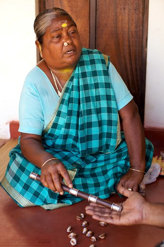 portrait people woman shells india 50mm hand handheld stick dslr chennai 2009 f12 palmist primelens canoneos1dmarkii efllens canoneos5dmarkii theheartofindia