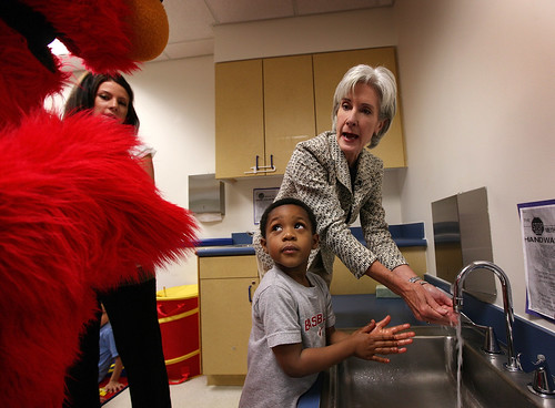 Kathleen Sebelius shows a child from the HHS daycare how to wash his hands