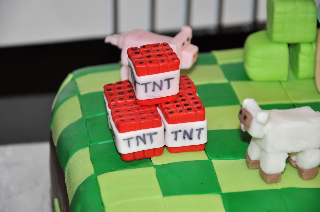 Tremendous Minecraft Tnt Cake Toppers Minecraft Cake Made For A Joint Flickr Birthday Cards Printable Giouspongecafe Filternl
