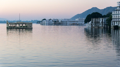 india lakepichola tajlakepalace udaipur dawn reflection sunrise rajasthan in