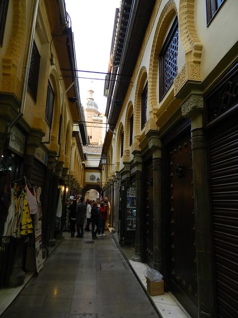 Granada Alcaiceria mercado de artesania 02