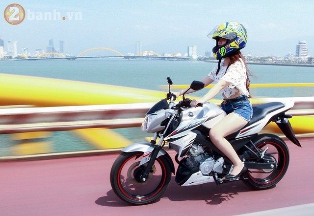 Vietnam Hot Girls On Motorbikes (Yamaha Fz150i - A naked