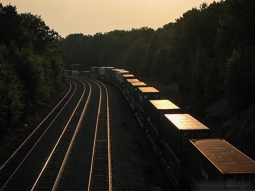 railroad sunset train pennsylvania traintracks glint containers norfolksouthern cresson intermodal shippingcrate doublestacks nspittsburghline