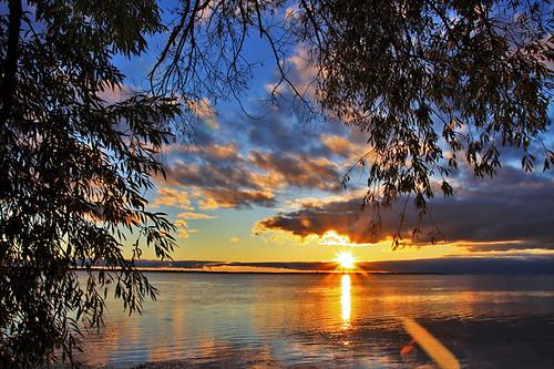 nature sunrise lakeerie scenics landscapephotography outdoorphotography michiganoutdoors lakeeriemetropark waynecountyparks michigandnr waynecountymichigan bw10stopfilter nd10stop outlawphoto longexposerphotography lempsunrise92213