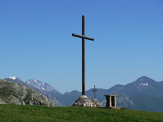 El altar en el campo de la ermita de Santa Ana
