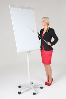 Business Frau an Flipchart | by Tim Reckmann | a59.de