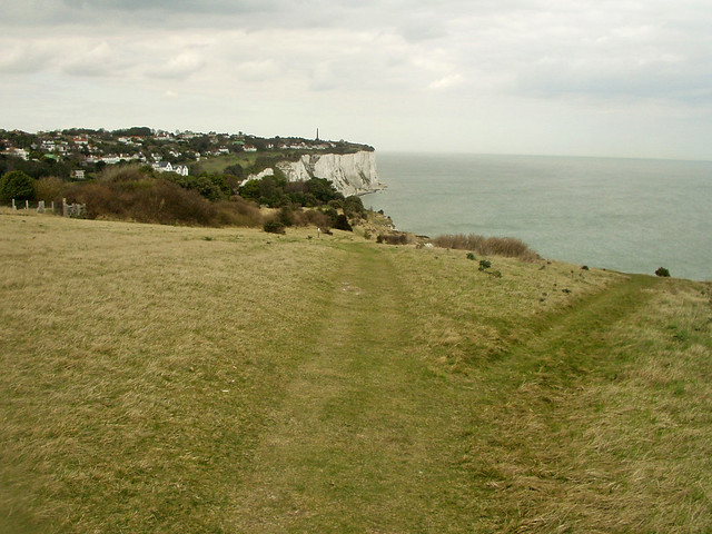 Approaching St Margaret's at Cliffe