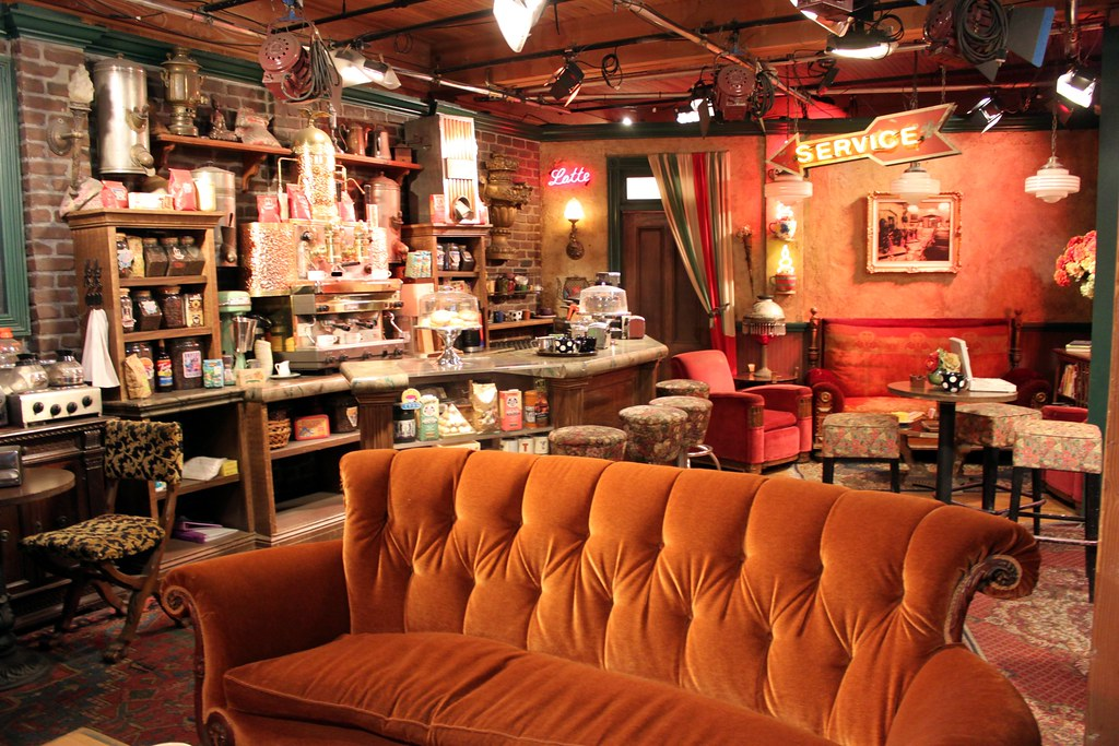 F R I E N D S Central Perk Cafe Warner