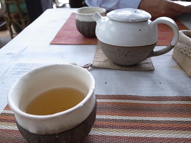 <p>c)飲みやすい豆茶のようなハーブティー</p>