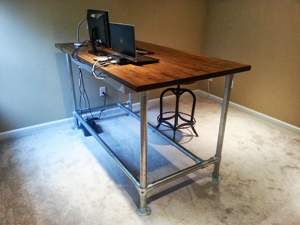 Custom Standing Desk | Custom standing desk made with wood t