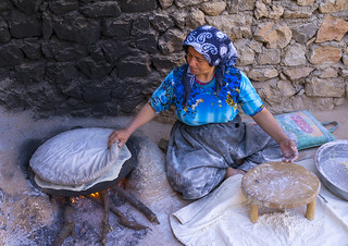 Woman Making Local Bread In The Old Kurdish Village Of Pal Flickr