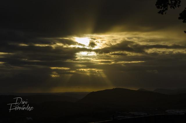 Entra el Sol por donde quiera