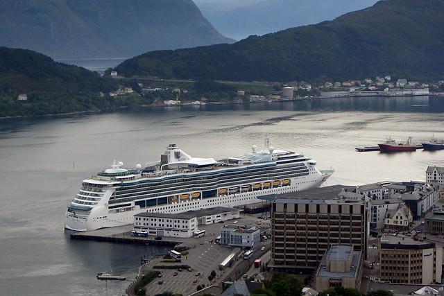 Jewel of the Seas in Ålesund (Norwegen) 2004