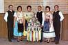 Trachtenball 1972 - Gruppenbild befreundeter Trachtenpaare mit dem Vortänzerstrauss