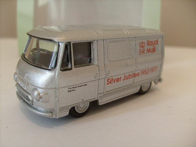OXFORD COMMER PB NO2 ROYAL MAIL SILVER JUBILEE 1/76
