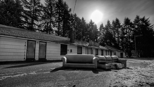 blackandwhite motel pacificnorthwest closed rundown sun 169 canon highway101 couches sofas canoneos5dmarkiii samyang14mmf28ifedmcaspherical johnwestrock