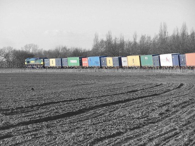 66502 heads towards Ipswich with a fully loaded consist at Trimley St. Martin 23-03-14 (explored)