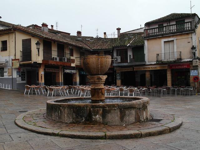 Fuente en la plaza de Sta Maria de Guadalupe